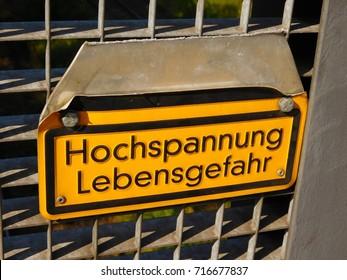 """High voltage (""""Hochspannung"""" in German) risk of death (""""Lebensgefahr"""" in German)."""