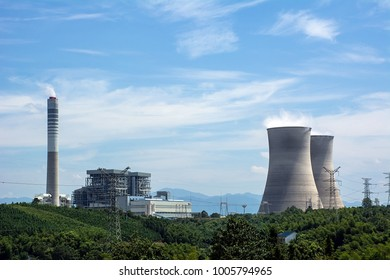 High voltage towers / coal-fired power generation chimneys / China Datang Huayin Power Company in Hunan Province