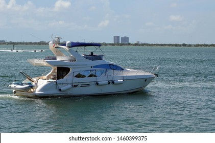 High-end cabin cruiser cruising slowly on the Florida Intra-Coastal Waterway.