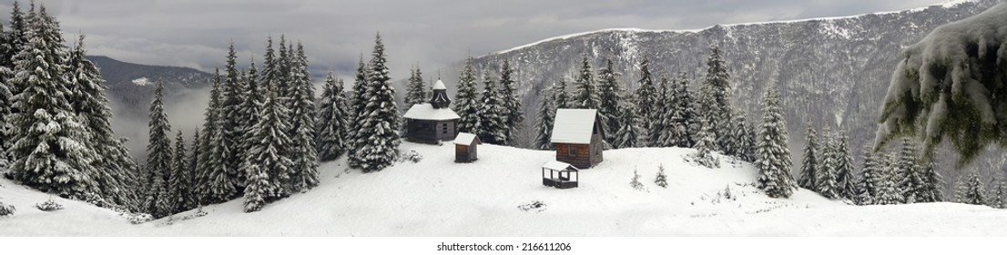 In the highest mountains of Ukraine, including steep slopes seekers priklyucheniy- winter tourists can find a lonely monastery with the church, lost in the vast expanses of Chornogory