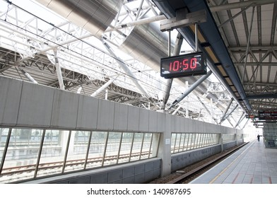 High-speed railway waiting platform and the time