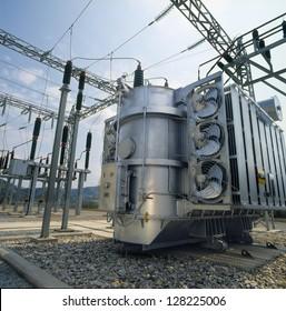 High-voltage power transformer