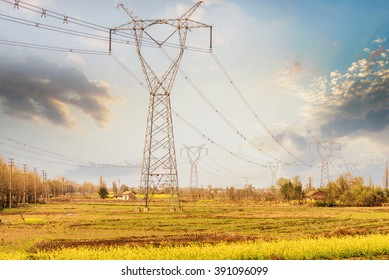 High-voltage transmission lines and power transmission tower