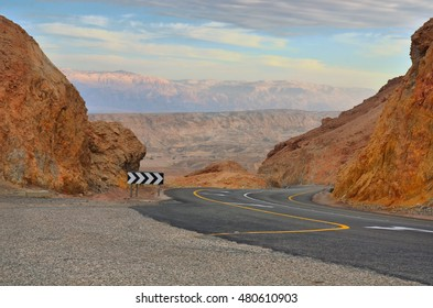 Highway in Israel from Neve Zahar to Arad and red mountains