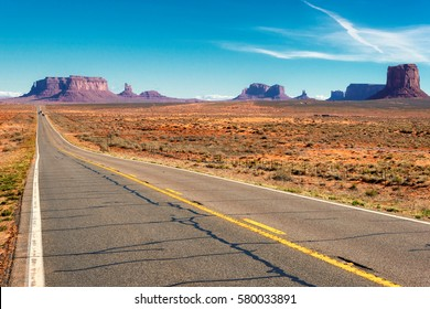 Highway to Monument Valley, Arizona.