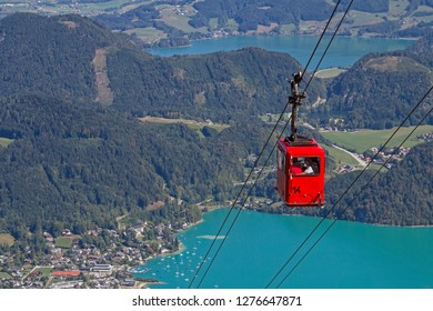 The hike or cable car ride to the 1522 m high Zwölferhorn gives us a wonderful view of Sankt Gilgen and lakes Wolfgangsee and Mondsee in the Salzkammergut.