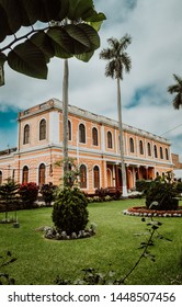 Hike, touristic walk through the historical center of Lima, Grau Avenue, photographing the balconies of the colony and neoclassic era, walking through the Lima fencing -Perú. the house de Osambela
