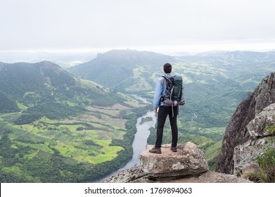 hiker on the edge of the cliff in the mountains of Paraná
