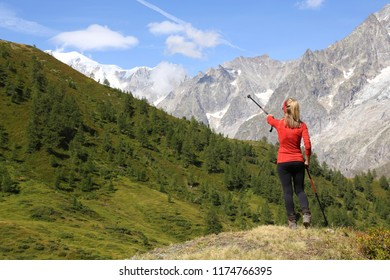 Hiker woman pointing the Mont Blanc Massif
