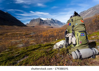 Hiking with backpack in the Vistasvaggi in Sweden