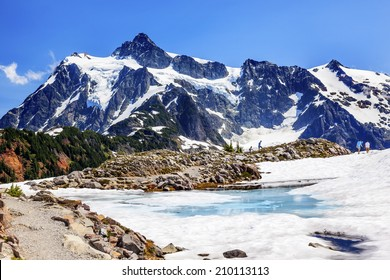 Hiking Mount Shuksan Blue Pool Hikers Artist Point Mount Baker Highway Washington Snow Mountain Grass Trees