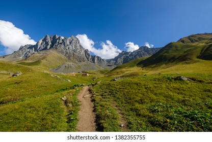 Hiking path in the Juta valley towards the Chaukhi massif.