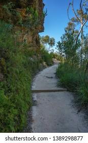 hiking prince henry cliff walk, blue mountains national park, katoomba, new south wales, australia