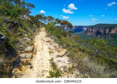 hiking the pulpit rock track, blue mountains national park, new south wales, australia