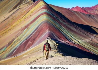 Wanderszene in Vinicunca, Cusco Region, Peru. Montana de Siete Colores, Rainbow Mountain.