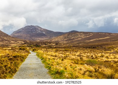 Hiking trail to Diamond Hill in Connemara National Park