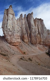 Hiking Trail and Hoodoos in Bryce Canyon