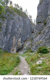 hiking trail leading to the gorge between the rocks