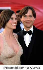 Hilary Swank, in Donatella Versace, and Chad Lowe at Academy Awards, 3/25/2001