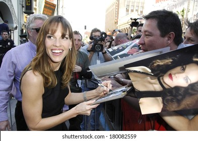 Hilary Swank at the induction ceremony for STAR ON THE HOLLYWOOD WALK OF FAME for Hilary Swank, Hollywood Boulevard at Grauman's Chinese Theatre, Los Angeles, January 08, 2007