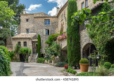 The hill top village of Goult in the Luberon Provence