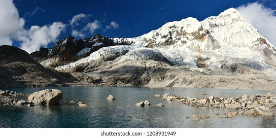Himalaya, Nepal travel photos. Trekking around Makalu.