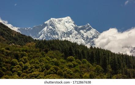 himalayan-landscape-snow-covered-nilgiri