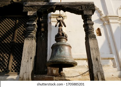 Hindu bell at Durbar Square, Bhaktapur, UNESCO World Heritage Site, Kathmandu Valley, Nepal, Asia