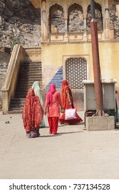 Hindu women approach Galtaji temple, Jaipur, Rajasthan, India