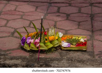 hindus leave offerings to the gods on the footpath outside their homes