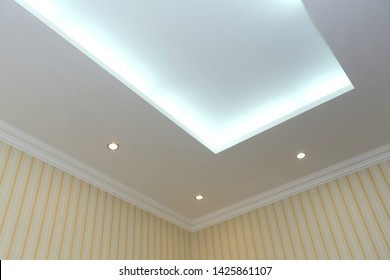 Hinged rectangular ceiling with bulbs in the interior