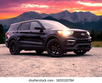 Hinton, Alberta / Canada - 10/3/20:  Ford's New 2020 Explorer Poses In Front Of Mountains During A Sunset