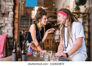 Dating hippies Digital dating och virtuella relaterade
