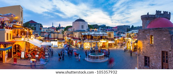 Hippokrates Platz in der historischen Altstadt von Rhodos Griechenland