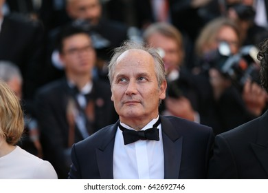 Hippolyte Girardot attends the 'Ismael's Ghosts (Les Fantomes d'Ismael)' screening and Opening Gala during the 70th annual Cannes Film Festival at Palais  on May 17, 2017 in Cannes, France.