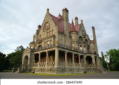 The historic craigdarroch castle (built in 1890) in dusk, downtown victoria, british columbia, canada