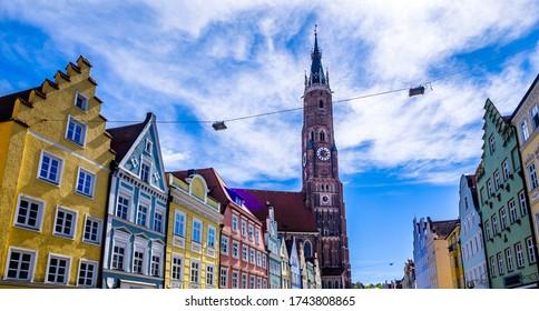 façades gothiques historiques de la célèbre vieille ville de Landshut