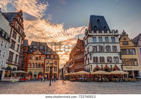 Historisches Haus Fassaden Main Market Trier Rheinland Pfalz Deutschland.