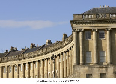 The historic Royal Crescent. Large crescent of houses made from locally mined bath stone. Bath, Somerset, England