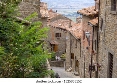Historic town of Cortona - UNESCO heritage - Tuscany, Italy (Arezzo) - 15/08/2011: old alleys and houses of Cortona, a medieval village built on a hill (The city where Lorenzo Jovanotti lives).