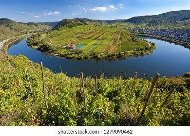 The historic village of Bremm is on a horseshoe bend in the river the Mosel Bend in the Moselle Valley, in the Rhineland region. Bremm, Rhineland-Palatinate, Germany