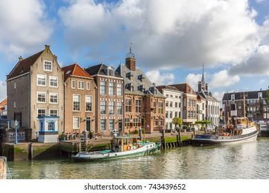 edificios históricos en Stadhuiskade, Maassluis (Países Bajos)