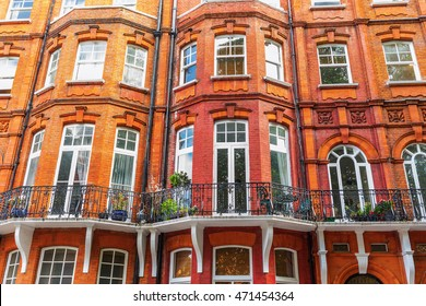 historical residential buildings in Kensington, London, UK