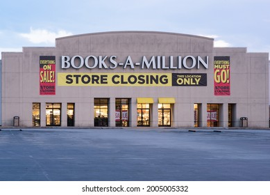 Hixson, Tennessee,USA- 7.9.21 : Store Closing sign on retail bookstore chain Books-A-Million.
