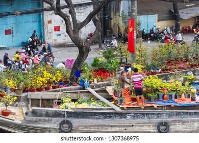 Binh Dong Floating Flower Market.Fotos Imagenes Y Otros Productos Fotograficos De Stock Sobre Saigon