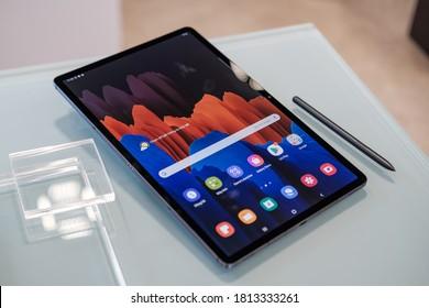 Ho Chi Minh city / Vietnam - Sep 12th 2020: Review Samsung Galaxy Tab S7 plus