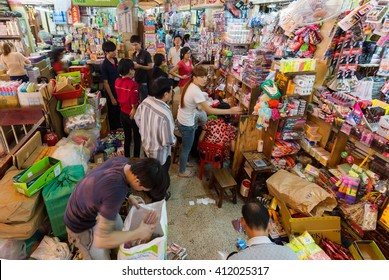 HO CHI MINH VILLE, VIETNAM, FEBRUARY 26, 2015 : View inside the old and messy traditional market of Cho Binh Tay in the Chinatown district of Ho Chi Minh Ville, (Saigon), Vietnam.