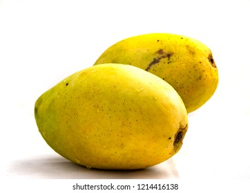 Hoa Loc mango is edible when it is both green or yellow. It is super sweet and tasty when being ripe. Mekong areas, specially Hoa Loc, Ben Tre Province is famous farms for this tropical fruit.