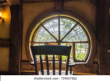 Hobbiton - Chair looking out of the Green Dragon