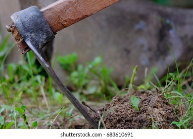 Hoe tools for digging